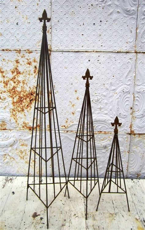 Wrought Iron Small Triangle Topiary With Finial Trellis