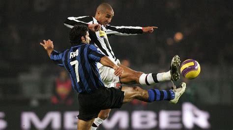 Juventus football club (from latin: يوفنتوس وإنتر يدخلان معركة ساخنة حول لقب دوري 2006
