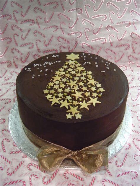 chocolate covered christmas cake cake decorating