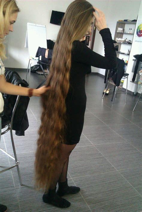 long hair girl shows   floor length hairgirls