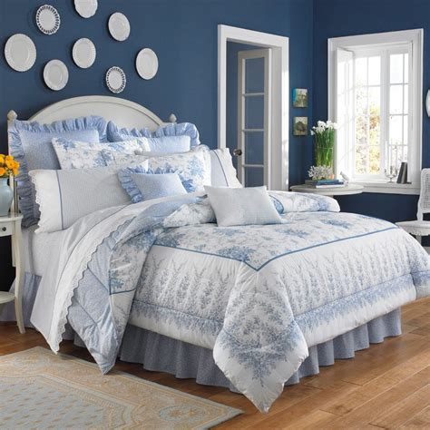 pale blue bedding bedroom with pale blue striped