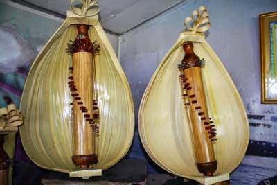 Sasando adalah salah satu jenis alat musik petik tradisional asli indonesia yang berasal dari daerah nusa tenggara timur, yaitu pulau rote. Sasando Alat Musik Tradisional Asal Daerah Rote | Adat Nusantara | Tradisinya Indonesia
