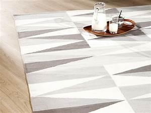 Tapis Scandinave Gris : tapis 100 coton tiss main losanges gris et beige kalmar ~ Teatrodelosmanantiales.com Idées de Décoration