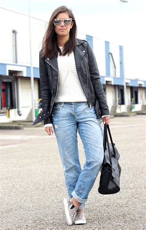 Outfit With Black Boyfriend Jeans