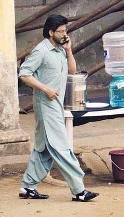 shah rukh introduces shalwar kameez trend  india