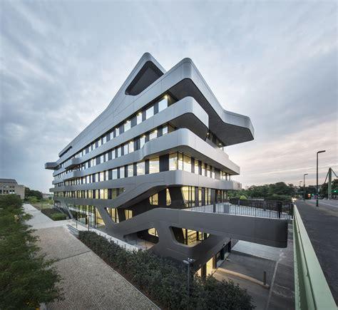 fom hochschule building  duesseldorf  mayer