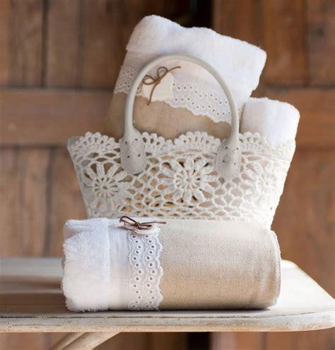 oggetti bagno porta tovaglie all uncinetto e piccoli oggetti per un