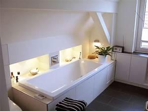 Badewanne Unter Dachschräge : die besten 25 badezimmer dachschr ge ideen auf pinterest ~ Lizthompson.info Haus und Dekorationen