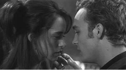 Romantic Kiss Hardly Romance Jennifer Hewitt Wait
