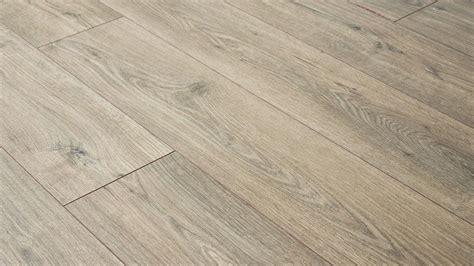 laminate flooring   flaw  floors