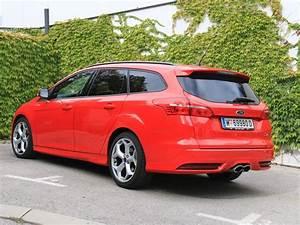 Ford Focus St 250 : ford focus st traveller mit 250 ps testbericht auto ~ Farleysfitness.com Idées de Décoration