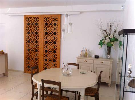 Agencement D Une Chambre - décorez votre intérieur avec un claustra en bois