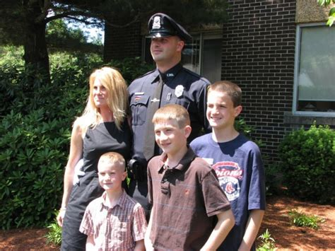 Everyone sees tom brady as one of the most recognizable faces in the football industry. Tom Brady Helps Family Of Fallen Police Officer - Law Officer