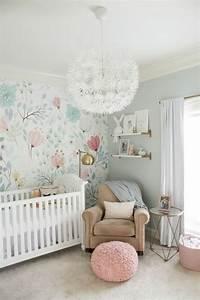 1001 idees pour la decoration chambre bebe fille With tapis chambre bébé avec guirlande de fleurs naturelles
