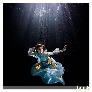 Underwater Fashion Shoot - BrunkBlog.com