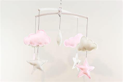 suspension luminaire chambre bébé un mobile nuages et étoiles pour léonie lalouandco