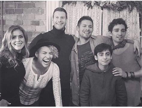 Umbrella Academy cast photo 😍 | Umbrella, Robert sheehan ...