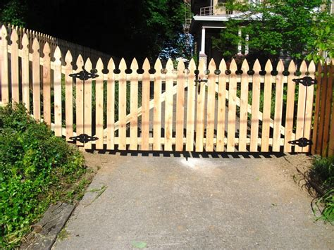 Fence - Gate : The Fence Company, Llc