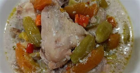 Anda bisa langsung mencampur bahan dan bumbu tanpa perlu menumis terlebih dahulu, tentu saja proses pengukusan harus lebih lama agar ayam matang hingga ke bagian. 234 resep garang asem ayam tanpa bungkus daun pisang dan blimbing wuluh enak dan sederhana - Cookpad