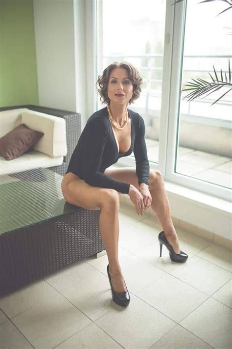 Sexy Mature Lady Waiting Milfs Waiting In 2019 Sexy
