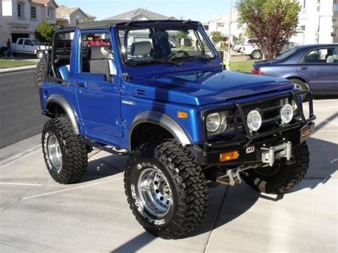 Blue Suzuki Samurai. Nice Looking Zuk!