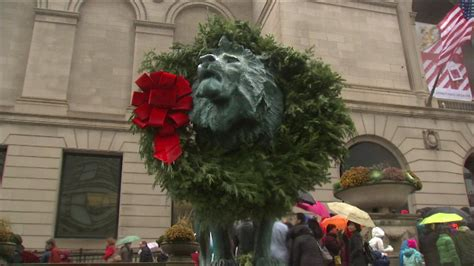 art institute lions  holiday wreaths abc chicago
