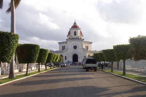 A funeral at the Necropolis Cristobal Colon