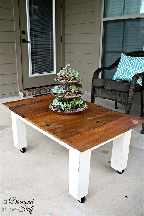 This diy coffee table is so simple, but requires some skills to create. DIY Outdoor Coffee Table