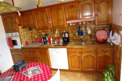 r駭 vieille cuisine repeindre une vieille cuisine repeindre ses meubles de cuisine repeindre du carrelage mural et au sol comment faire design comment relooker sa
