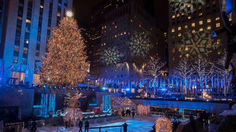 restaurant with view of christmas tree at rockefeller rockefeller center tree lighting 2018