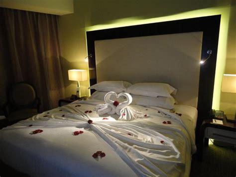 chambre lune de miel lit décoré pour notre lune de miel picture of auris