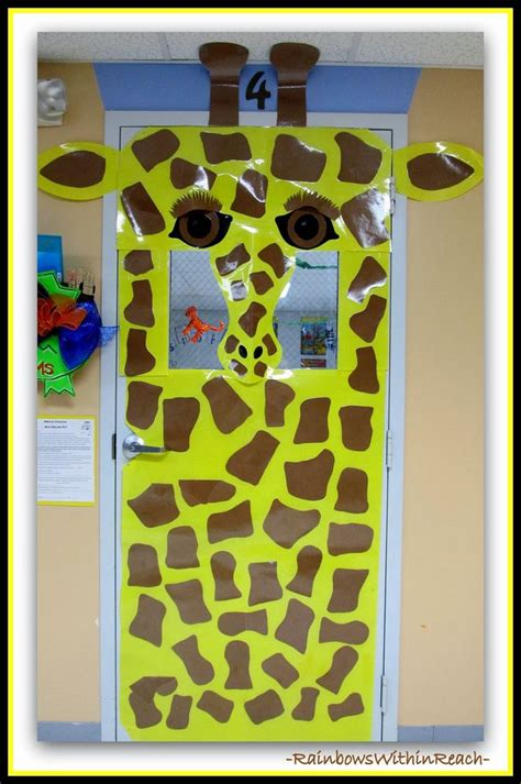jungle animals as door decorations in preschool jungle 112 | 3538451e9df394fbd54679f115c899b9