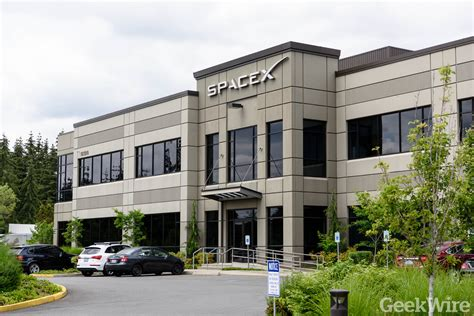 Spacex Redmond Office spacex lays out plans for 4 425 satellite network geekwire