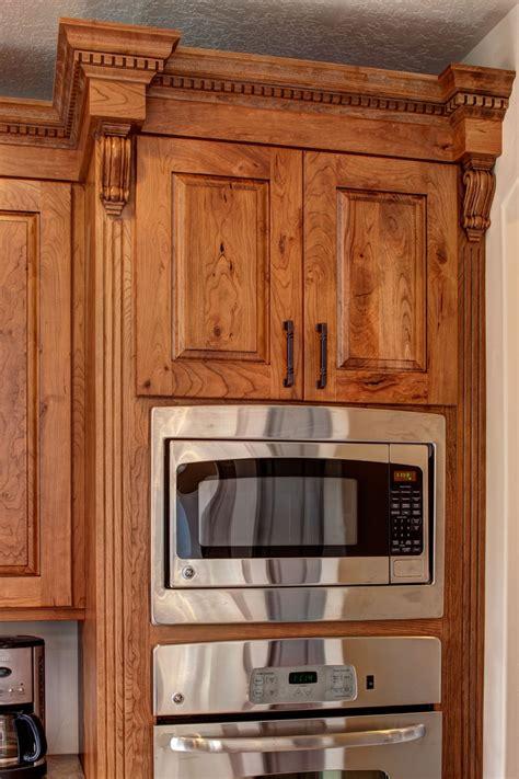 crown cabinets ridgeline xl knotty cherry ginger brown