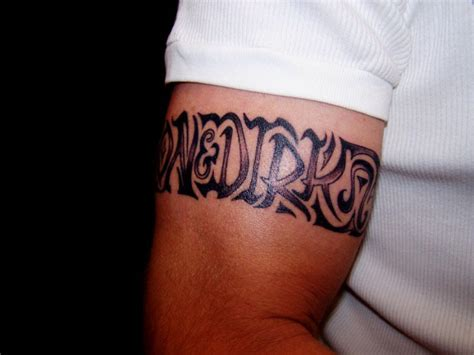 tatouage bracelet biceps homme modeles  exemples