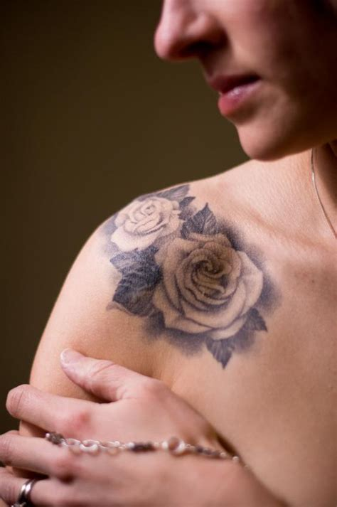 Female Back Tattoos Designs rose shoulder tattoo designs ideas  meaning tattoos 565 x 850 · jpeg