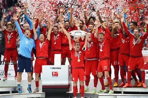 Bayern Munich lift Bundesliga trophy and celebrate by ...
