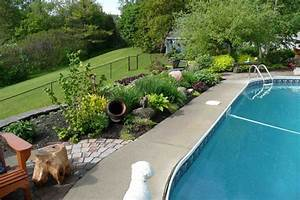 que planter pres d39une piscine jardin pinterest With revetement tour de piscine 18 massif autour piscine obasinc