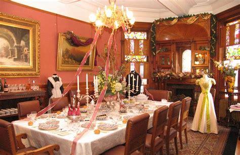dining room  craigdarroch castle    elegant setting  castle  built   late    coal baron   furnishings