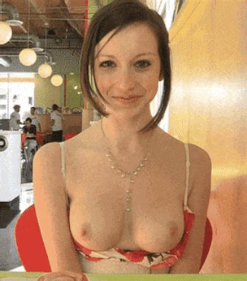 Deep Cleavage Flashing Boobs Flash Pics Flashing Gifs