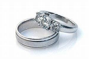 White gold engagement rings lovetoknow for Images of white gold wedding rings