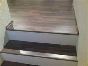 Heizungsrohre Verkleiden Laminat : treppe mit laminat belegen ~ Watch28wear.com Haus und Dekorationen