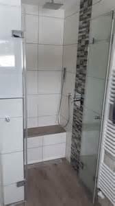 bad grau mit beige inspirationen fr badezimmer mosaik bordre mit 105 abbildungen schwarze glnzende fliesen in der