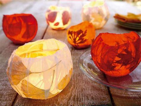 teelichter basteln mit kindern teelichter buntes papier bl 228 tter kleister diy