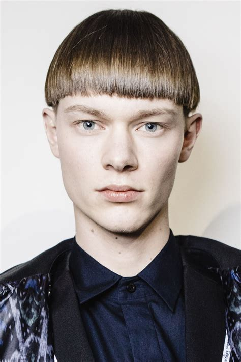 Hairstyles for oval face shape. How to Get a New Men's Haircut