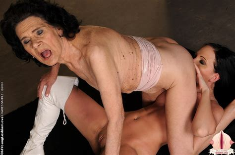 Extremely Old Mom Licking And Fisting Teen Pussy