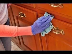 Comment nettoyer les meubles de cuisine en bois youtube for Comment nettoyer des meubles en bois
