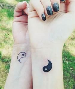 Tattoo Amitié : tatouage poignet femme yin yang ~ Melissatoandfro.com Idées de Décoration