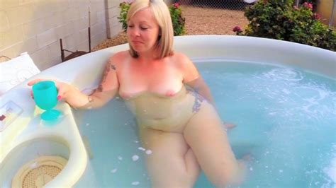 Mom Gets Caught Naked In Hot Tub BJ Huge Facial