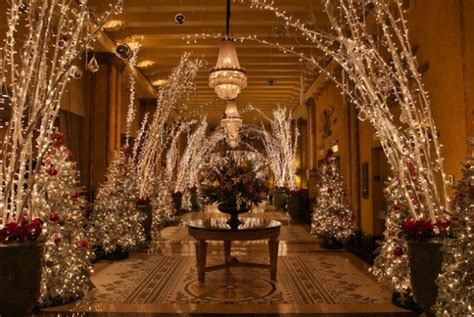 The Roosevelt Hotel New Orleans Christmas Decorations by Behind The Scenes With Vie In The Big Easy Vie Magazine